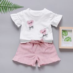 2019 Hot sales children's suit white shirt cartoon love print pattern +solid color shorts girl set for Kids Fashion Wear, Girl Fashion Style, Steampunk Fashion, Gothic Fashion, Baby Outfits Newborn, Baby Boy Outfits, Kids Nightwear, Baby Clothes Storage, Baby Frocks Designs