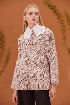 Shop&Watch online at: www.patipasek.com  #handmade #chunky knits #chunky wool #nude jumper #oversize jumper #cozy Photo: Koty2Photostorytellers Chunky Knits, Chunky Wool, Winter 2017, Fall Winter, Jumper, Nude, Cozy, Watch, Knitting