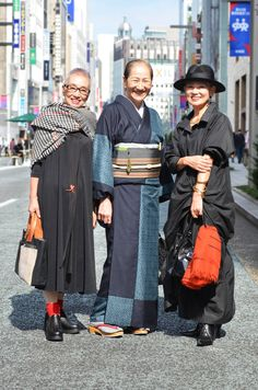 "Street style foto's van vrouwen in TOKYO: ""I don't care about trends. Mature Fashion, Older Women Fashion, Fashion Over 50, Love Fashion, Fashion Edgy, Cheap Fashion, Womens Fashion, Asian Street Style, Japanese Street Fashion"