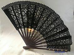 Черный веер, шелковая нить