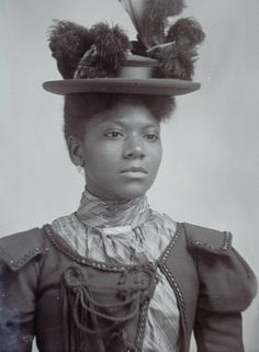 While these women gained worldwide acclaim, there were Black ladies of the Victorian era who went relatively unknown. Photo - Vintage photos show how Black women slayed the Victorian era Victorian Photos, Victorian Women, Victorian Era, 3 4 Face, 3d Foto, American Photo, American Lady, American Fashion, Vintage Black Glamour