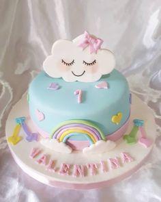 No hay descripción de la foto disponible. Baby Cakes, Baby Shower Cakes, Girl Cakes, 1st Birthday Cake For Girls, Baby Birthday Cakes, Rainbow Birthday, Cloud Party, Fondant Cakes, Cupcake Cakes
