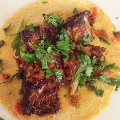 chile colorado, salsa roja, cilantro 🐷🌶🌮 #tacotuesday
