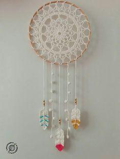 30 ideas for crochet decoracion plumas Crochet Wall Art, Crochet Wall Hangings, Crochet Home, Love Crochet, Vintage Crochet, Crochet Mandala Pattern, Crochet Doilies, Crochet Patterns, Crochet Christmas Gifts
