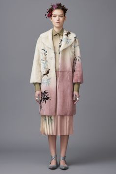 See the complete Valentino Pre-Fall 2016 collection.