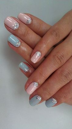 Pretty pastel nails with glitter
