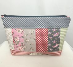 """Gefällt 64 Mal, 7 Kommentare - Saadia (@yasahandmades) auf Instagram: """"Another patchwork zipper pouch. This time i got a perfect corners .... thanks to @missouriquiltco…"""""""