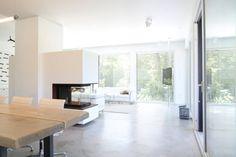 offenes Wohnen _ Bauhaus Villa in München : Minimalistische Wohnzimmer von Architekten Team 2P-raum®