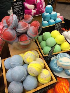 The EXACT bath bomb recipe base used by Lush! 1 cup citric acid 1 cup baking soda ½ cup cornstarch ½ cup melted coconut oil 8-10 drops of essential oil(s) Silicone molds or paper cupcake liners Food coloring (optional) 1. In a medium size bowl, mix together all of your dry ingredients (citric acid, baking soda, and cornstarch) and set aside. 2. If you're using food coloring, now would be the time to add it into the dry ingredients. I found that using your hands is the way to go