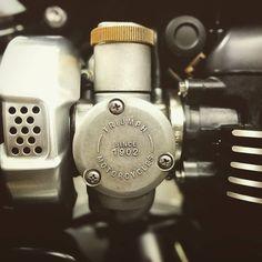 Details matters/Detalles que comparten los motores 1200 de #triumph ayer en la presentación de la #bonneville #bobber en @triumph_barcelona @maquinamotors #triumphcaferacer #caferacer #custommade #rad #mad #barcelona #bcn #beautiful #beauty...