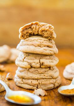 Soft & Puffy Pumpkin Spice Honey Cookies. Need to try. {brown sugar, corn starch, eggs, unsalted butter}
