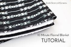 10 Minute Flannel Blanket Tutorial (Simple Simon and Company) Diy Toddler Blankets, Diy Flannel Blankets, Diy Throw Blankets, Flannel Quilts, Crochet Baby Blanket Tutorial, Easy Baby Blanket, Baby Sewing Projects, Sewing Tutorials, Sewing Patterns