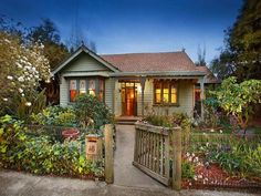 Weatherboard house exterior from real Australian home - House Facade photo 527041
