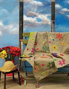 Como mejorar una manta con unas flores de ganchillo...