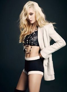 Top 10 Sexiest Outfits Of Krystal Jung - This super hot and chic outfit. Krystal Jung, Jessica & Krystal, Jessica Jung, Sulli, Yoona, Snsd, Sexy Outfits, Stage Outfits, Victoria