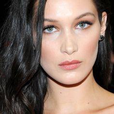 Tuto Dior : comment Bella Hadid se maquille pour un premier rendez-vous