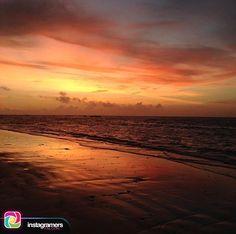 Fotografía de: @dayacjc . .  Comparte tu fotografía utilizando nuestro tags y formaras parte de la comunidad mas grande de instagramers a nivel mundial presente en el estado Falcón . .  Un lugar donde el sol hace toda una fiesta cuando llega y cuándo se va  #Adicora #meencantas #myspecislplace #Venezuela #sunriselover . .  #instapic #picoftheday #photooftheday #igersvenezuela #socialmedia #photo #sunrise  #instagood #sunset #falcon #venezuela #paraguana #elnacionalweb #phoneography #pic…