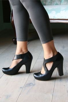 Borne Nami B by Chie Mihara....I haves shoe crush on all these chie Mihara heels! They are all so feminine and darling!
