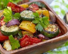 Légumes ensoleillés rôtis au four : http://www.fourchette-et-bikini.fr/recettes/recettes-minceur/legumes-ensoleilles-rotis-au-four.html