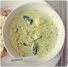 Se (kukkakaali)keitto - Kalastajan vaimo - ME NAISET Vegan Vegetarian, Vegetarian Recipes, Healthy Recipes, Finnish Recipes, Soup Recipes, Cooking Recipes, Scandinavian Food, Tasty, Yummy Food