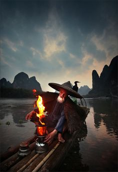 The fire of magic - Gaslamp can function as fish bait at night.Cormorant fisherman in Xingping, Guilin,