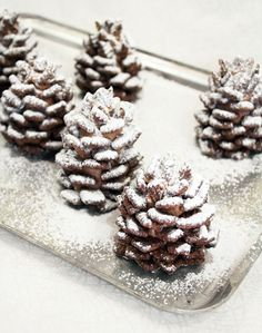 Recipe: Snowy Chocolate Pinecones (made from nutella and cereal) - so cool! These snowy chocolate pinecones made from Nutella and cereal are a yummy snack and a fun craft for kids. No baking required! Christmas Sweets, Christmas Cooking, Christmas Goodies, Christmas Popcorn, Christmas Food Party Ideas, Christmas Deserts For Kids, Chrismas Party Food, Food Gifts For Christmas, Christmas Baking For Kids