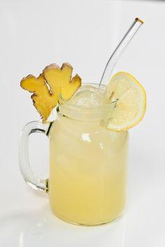Simple And Healthy Ginger Lemonade - Alphafoodie Healthy Lemonade, Ginger Lemonade, Homemade Lemonade, Ginger Jam, Ginger Juice, Healthy Dark Chocolate, Chocolate Mug Cakes, Make Apple Cider Vinegar, Raspberry Salad