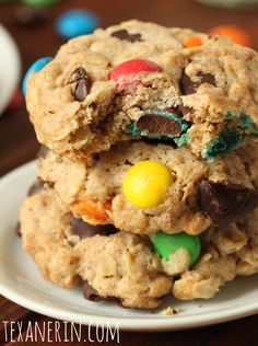 Whole Grain M&M Oatmeal Cookies These whole grain M&M cookies are made healthier with coconut oil, coconut sugar and whole wheat flour! If you want a healthier alternative to M&M cookies, you can stop right here. Healthy Cookies, Healthy Baking, Healthy Desserts, Delicious Desserts, Yummy Food, Dog Treat Recipes, Baking Recipes, Dessert Recipes, Yummy Recipes
