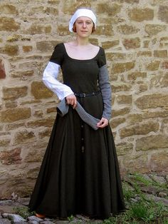 A kirtle from the beginning of the fifteenth century; composed of six parts and laced on the sides. The kirtle is short-sleeved; the additional sleeves are attached with brass pins.
