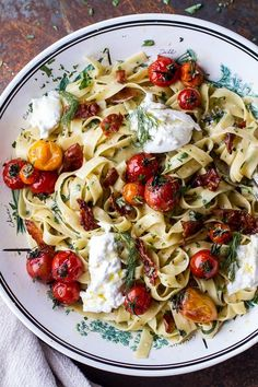 Herb Roasted Cherry Tomato Carbonara with Crispy Prosciutto and gooey Burrata - a flavorful, easy summer supper. and drinks yum yum Roasted Cherry Tomato Carbonara Vegetarian Recipes, Cooking Recipes, Healthy Recipes, Pasta Recipes, Vegetarian Lunch, Cooking Ham, Vegetarian Cooking, Healthy Food, Healthy Eating