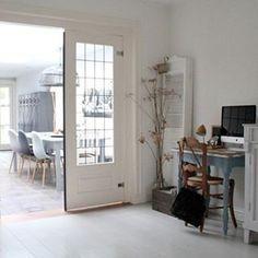 We mogen binnenkijken in oud huis met moderne invloeden! Bekijk alle foto's op ShowHome.nl