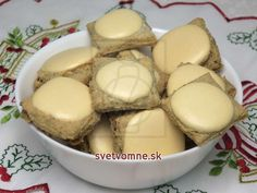 Orechové chrumkavé kocky • Recept | svetvomne.sk Marzipan, Ale, Muffin, Food And Drink, Pudding, Cookies, Breakfast, Desserts, Christmas