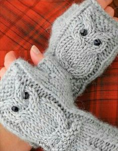 Crochet y dos agujas: Aprende Fingerless Gloves Knitted, Crochet Gloves, Knit Mittens, Knitting Socks, Knit Crochet, Baby Knitting Patterns, Knitting Stitches, Crochet Patterns, Knitting Projects
