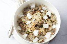 Je kan eigenlijk risotto maken van eender welke graansoort, in dit geval gezonde quinoa! Een heerlijk vegetarisch gerecht met champignons en zachte ge...