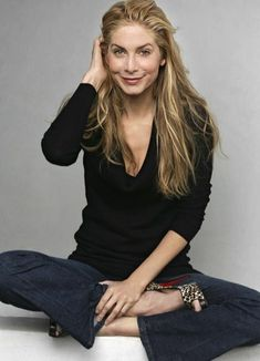Elizabeth Mitchell - I may like her more than Emily :-0