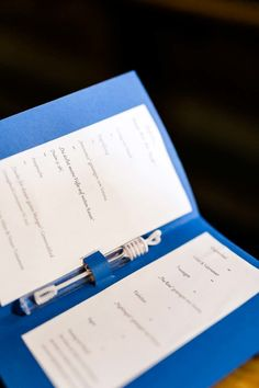 selbst gebasteltes DIY Kirchenheft mit integierten Wedding Bubbles. Foto: http://frauherz.de