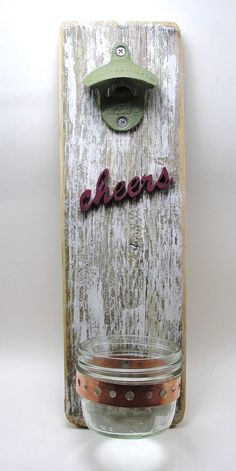 No more searching for the bottle opener with this! Nice DIY gift for a man! #present #wood #pallet
