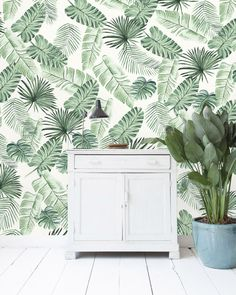 Welcome in the wilderness of your room. This wallpaper design will make your room very cosy. The designs of Creative Lab Amsterdam will uplift your room. Bedroom Wallpaper Leaf, Plant Wallpaper, Tropical Wallpaper, Kids Room Wallpaper, Wall Wallpaper, Boys Jungle Bedroom, Leave Pattern, Tropical Bedrooms, Creative Labs