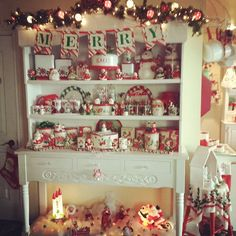 ❤🎄Happy Hutch🎄❤ The hubby is golfing so I am enjoying the quiet of the morning with a cup of coffee and enjoying my Christmas decor. Happy Sunday❤ #houseofblisscozychristmas #bitsofbliss #vintagelove #themostwonderfultimeoftheyear #vintagechristmas #happyhutch #christmashutch