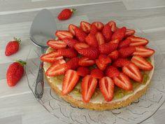 Fraisier (sablé breton, chocolat blanc, compotée de rhubarbe, fraises)