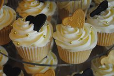 Black and gold cupcakes by starry-design-studio on DeviantArt 50th Birthday Cupcakes, Anniversary Cupcakes, Birthday Treats, Anniversary Ideas, 60th Birthday, Bridal Shower Cupcakes, Wedding Cakes With Cupcakes, Cupcake Cakes, Cupcake Ideas