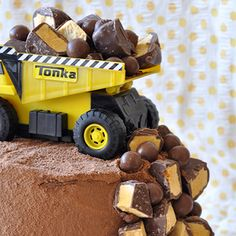 There's nothing better than an absolutely brilliant and impressive birthday cake that anyone can make and decorate themselves.I know this because I have zero cake decorating skills but I'm entirely confident that I could make a cake just like this one. ; ) It's a ...