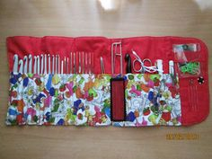 Creaciones Artisticas Nessy: Organizador agujas de ganchillo Crochet Needles, Knitting Needles, Knit Crochet, Needle Case, Needle Book, Crochet Hook Case, Crochet Hooks, Crochet Storage, Small Sewing Projects