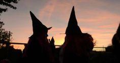 Como e onde surgiu o Halloween? Veja no Blog Viciadas em Makes: https://viciadasemmakesparauapebas.blogspot.com.br/2017/10/make-artistica-monstro-da-boca-gigante.html