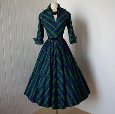Amazing 1950s plaid day dress:  the 50s had, by far, the GREATEST women's clothing EVER! <3