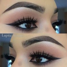 Perfectly shaped eyebrows and black eyeliner makeup inspiration. #eyeliner #brows #makeup