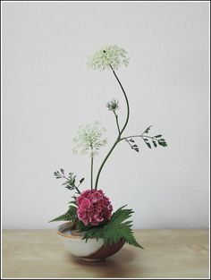Ikebana Floral Arrangements – Bing images – Famous Last Words Arrangements Ikebana, Ikebana Flower Arrangement, Modern Flower Arrangements, Arte Floral, Deco Floral, Floral Design, Flower Show, Flower Art, Cactus Flower