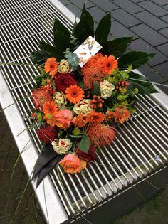 Oranje  rouwbloemstuk