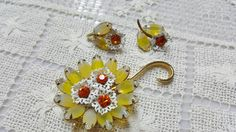 Sabrina Glass Yellow and orange Brooch and Clip Earrings Mint Condition #vogueteamwlv #vintagejewelry