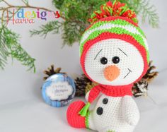 Weihnachtliche Häkelanleitung für einen süßen Schneemann mit Mütze und Schal / christmas crocheting instruction: little snowman made by Havva Designs via DaWanda.com